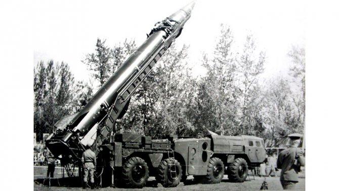 Самоходная ракетная пусковая установка 9П117М в боевой готовности