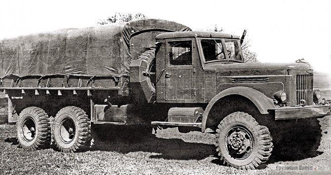 Самый ранний опытный образец ЯАЗ-214 (6х6) имел стандартные колеса типа «ЯАЗ» под 10 шпилек и шины 12,00-20 дюймов. 1951 г.