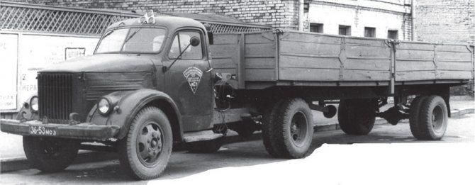 Седельный тягач ГАЗ-51П с полуприцепом-платформой, изготовленным в «Главмосавтотрансе», 1960 г.