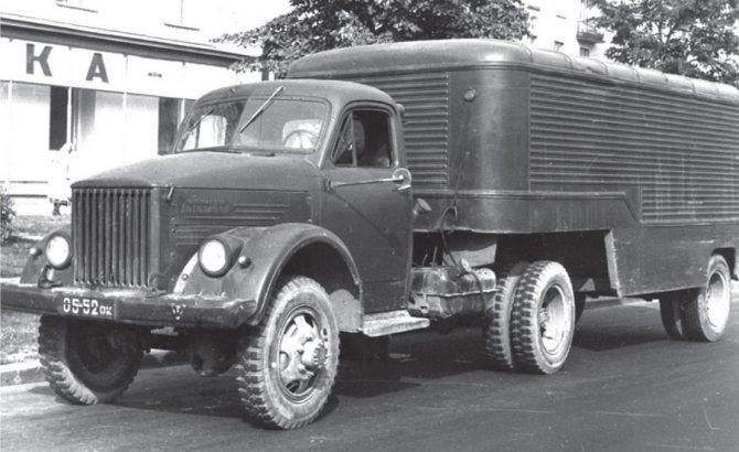 Седельный тягач ГАЗ-63П с полуприцепом-фургоном ПАЗ-744, 1954-1960 гг.