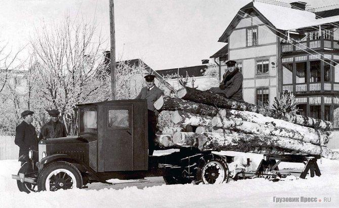 Седельный тягач, один из первых грузовиков Volvo Serie 1, приобрёл лесопромышленник Юхан Сьёберг. 1928 г.