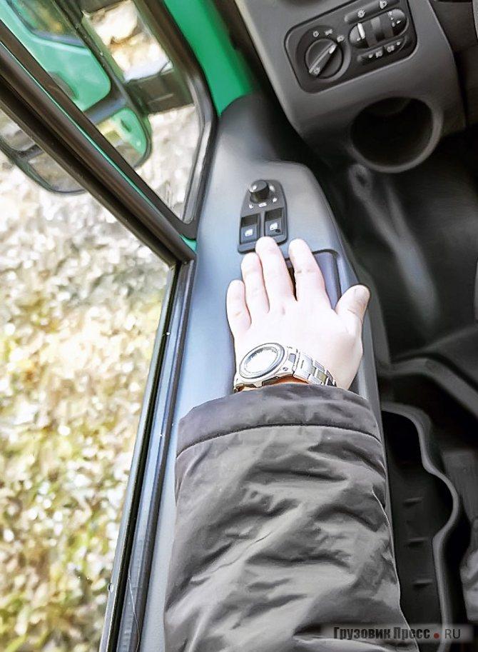 Ширина дверного подоконника теперь позволяет обойтись без самодельных подлокотников