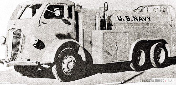 Топливозаправщик для морской авиации объёмом 6100 л на шасси Autocar U-9064. 1940 г.