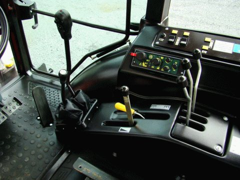 Трактор МТЗ-1523 кабина