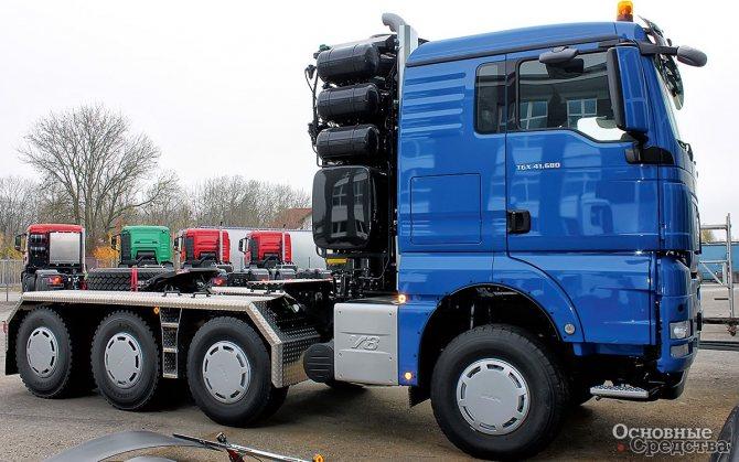 Тяжелый седельно-балластный тягач MAN TGX 41.680 8х6 BBS используется ОАО «Мостотрест» для перевозки тяжелой гусеничной техники и мостовых балок