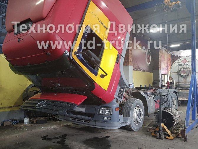 Установка КПП Mercedes Actros после переборки