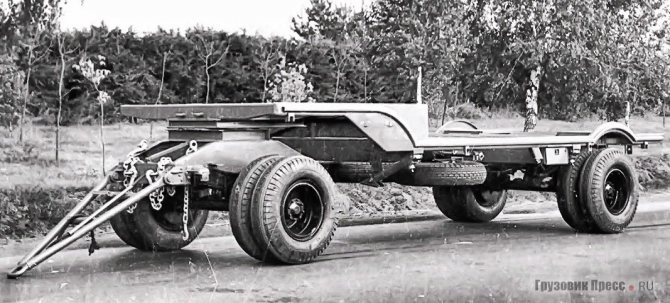 В 1946 году был построен первый серийный экземпляр МАЗ-5206 для войск ПВО Советского Союза. Как и на МАЗ-5330, на его раму ставили радиолокационные станции раннего обнаружения, монтировали мобильные генераторы и станции энергоснабжения. Для улучшения проходимости был максимально увеличен дорожный просвет и применена двускатная ошиновка всех колёс, включая колёса передней поворотной оси. Простота конструкции стала фундаментом лёгкости и прочности всего изделия, и позволила увеличить допустимую массу применяемой надстройки