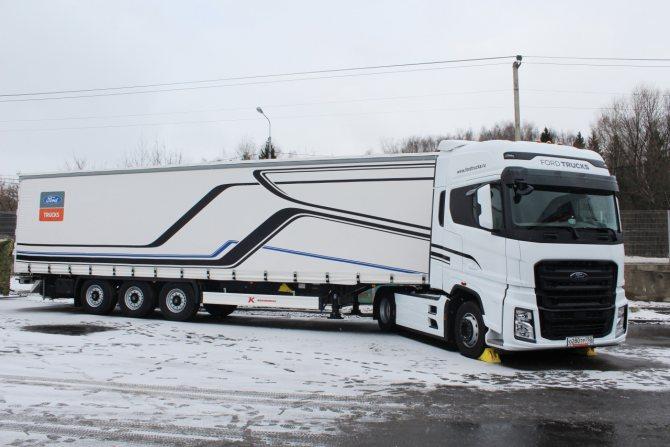 В России ставку делают на седельные тягачи F-MAX в наиболее полной комплектации.JPG