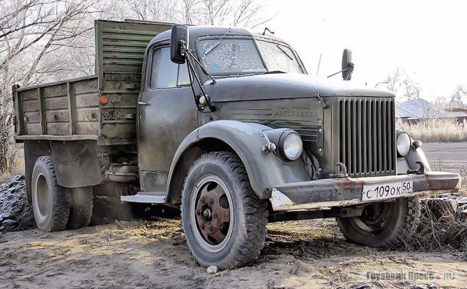 В тот день на нашем пути, а не в музее, встретился ещё один работоспособный раритет – самосвал на шасси ГАЗ-51
