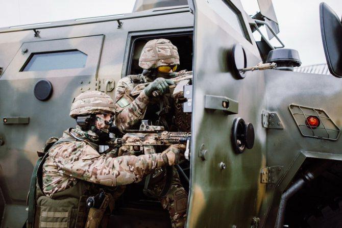 Ведение огня с использованием бойниц МЗКТ-490100-017 СОБР, garsing.by - Бронированный «Волат» | Warspot.ru