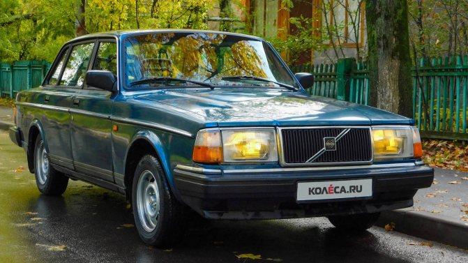 Volvo 240 синяя три четверти (2)