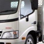 Японский грузовик Hino 300